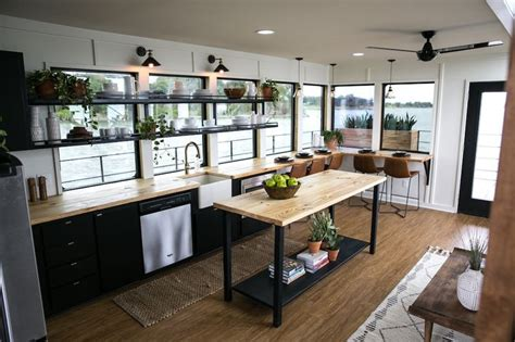 Fixer Upper House Boat by Best 25 Fixer Upper Episodes Ideas Only On Pinterest