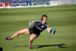 Maddie Hinch: England's Number 1. | The Top of the D