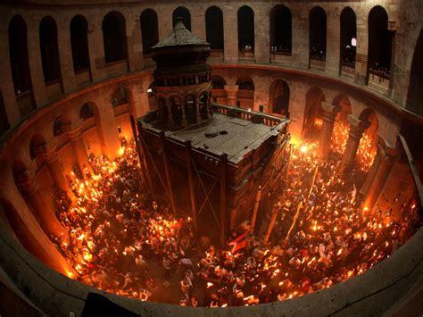 candle lighting jerusalem miracle explained holy lit in jerusalem on the
