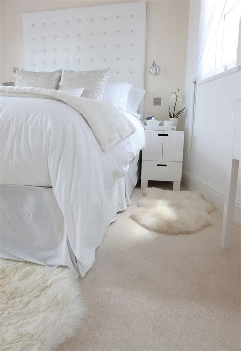 Carpet For Bedroom by Airy Bright Bedroom With Beautiful Carpet By Hardy