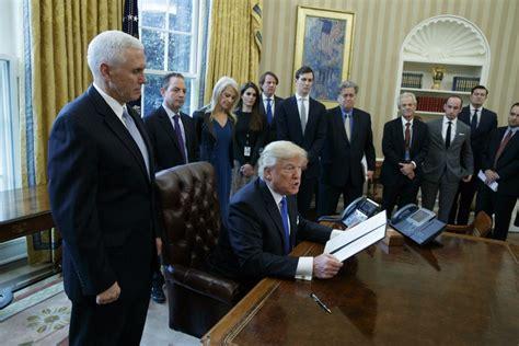 trump advisors staff president office oval pence diverse before executive donald team diversity vice washington race trumps many mike plea