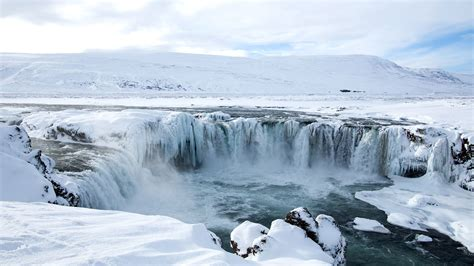 south north iceland winter days nights nordic visitor