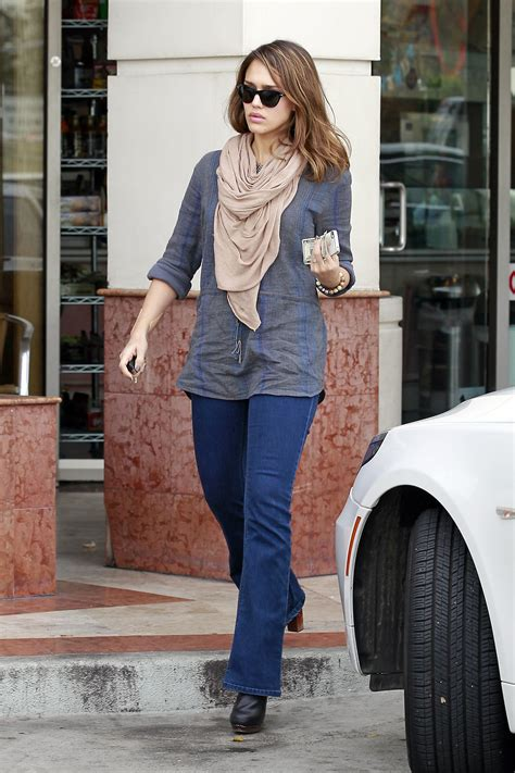 jessica alba tight jeans candids  hollywood  gotceleb