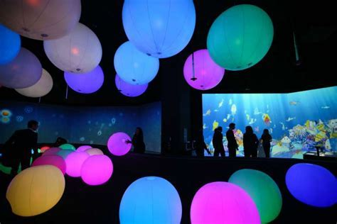 New exhibition at the ArtScience Museum plays with lights