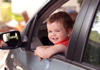 a partir de quel age le siege auto a quel âge un enfant peut il monter à l 39 avant d 39 une