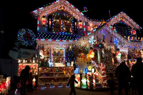 stories behind impressive christmas lights in queens and