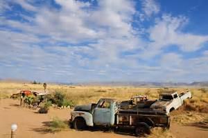 Carcasse De Voiture : carcasse de voiture la station essence de solitaire namibie je me fais la malle ~ Melissatoandfro.com Idées de Décoration