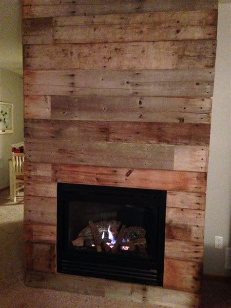 foyer bois reclaimed barn wood fireplace makeover diy