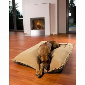 le tapis pour chien grande taille est ici archzinefr With tapis moderne avec canapé lit pour chien