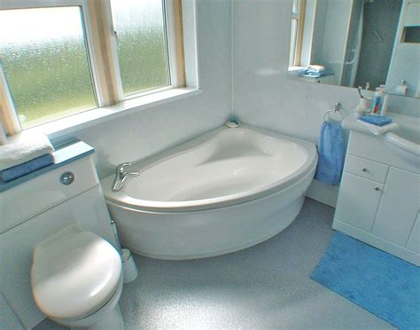 Spa Tubs For Small Bathrooms by Small Spa Bathtub Charming Small Bathtubs On Picking Up