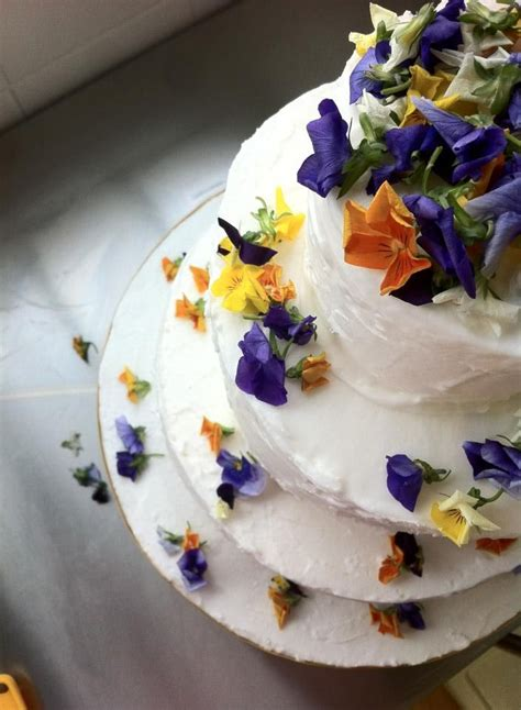 fresh edible wedding cake flowers  edible flower petal