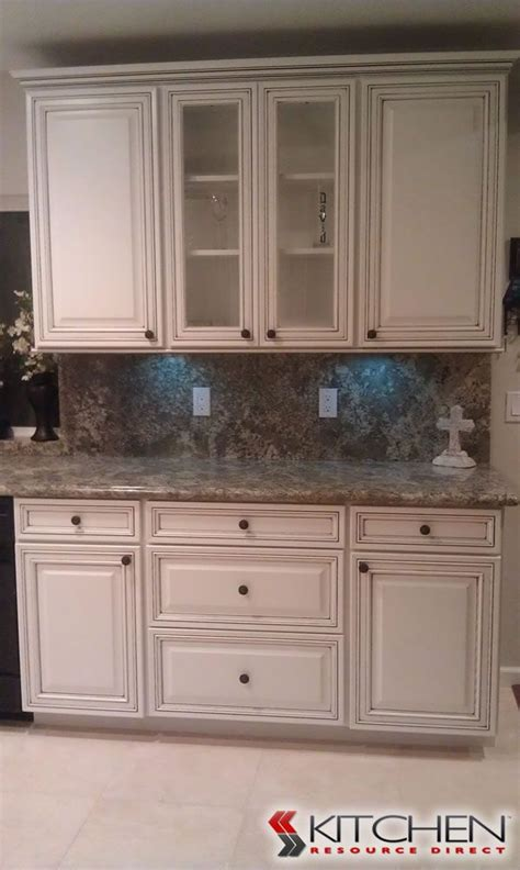 white kitchen cabinets with chocolate glaze maple bright white with chocolate glaze i like the trim 2070