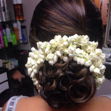 26 Best Hairstyles with Saree in 2017: New ideas you will
