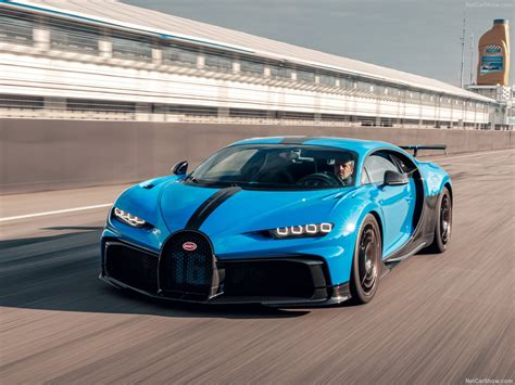 Sculptural beauty meets iconic power. Bugatti Chiron Pur Sport (2021) - picture 27 of 43 - 1280x960