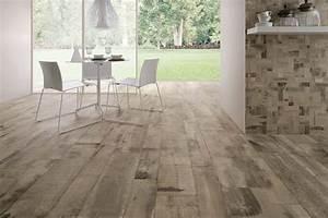 sol avec carrelage imitation parquet en bois vieilli clair With carrelage imitation parquet 15x90