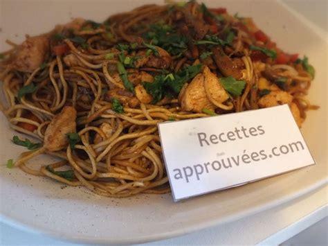 cuisiner les nouilles chinoises nouilles chinoises au poulet et ses légumes