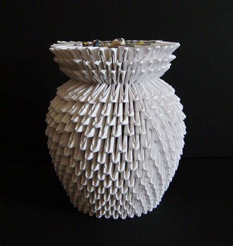 origami vase     folded pieces paper