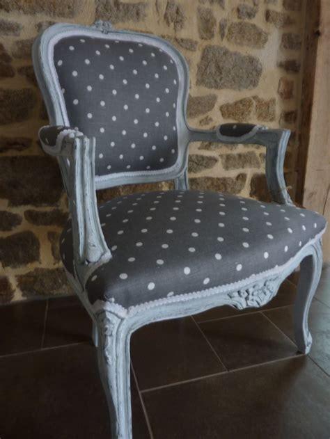 repeindre un canapé en tissu 17 meilleures idées à propos de fauteuils sur