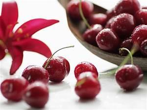 Fruit macro photography, red cherries, water drops ...