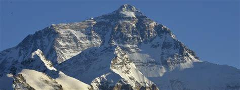 deux alpinistes meurent apr 232 s avoir atteint le sommet de l everest