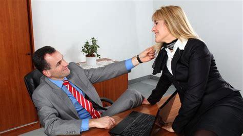 collegue de bureau séduire au bureau cinq astuces pour draguer une collègue