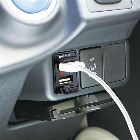 prius zvw30 35 usb port mobile charger andmobile toyota prius c aqua jdm usb port mobile charger mobile Toyota