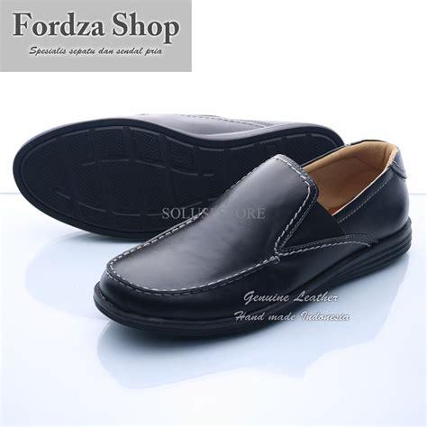 jual baru sepatu casual pria kulit sepatu slip on kickers 0404ht di lapak solusi store