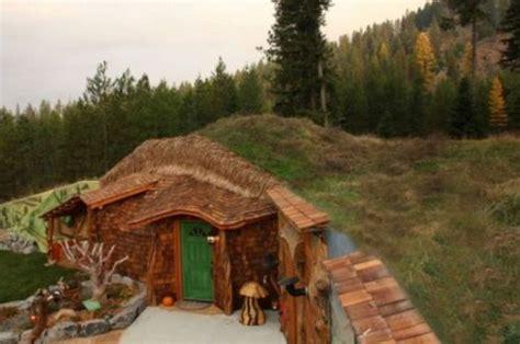 real hobbit homes a real hobbit house 8 pics izismile com