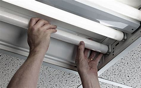 how to replace fluorescent light bulb fluorescent kitchen light fixtures troubleshooting tips