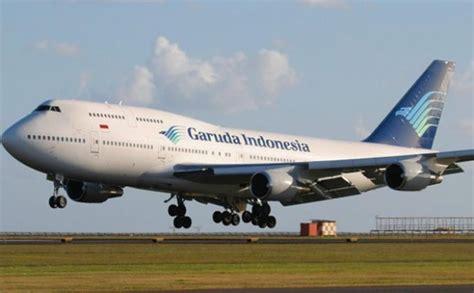 Pesawat Garuda Pecah Ban Saat Mendarat di Bandara Juanda