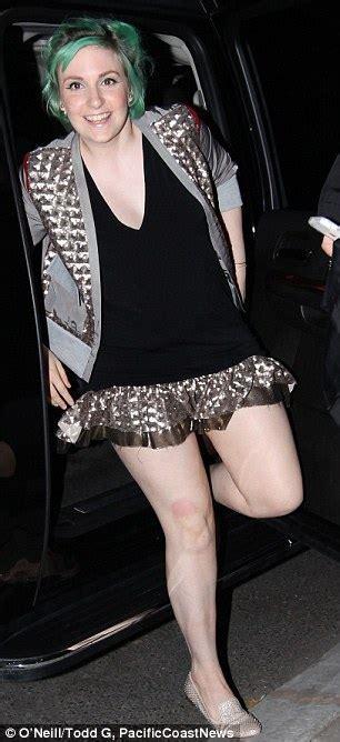 Lena Dunham's mismatched outfits won't make anyone green