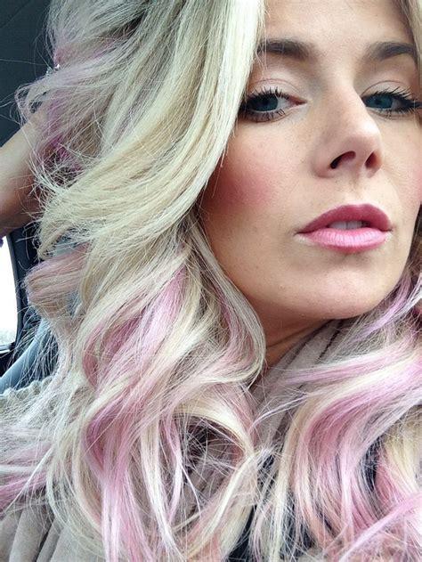 Pastel Pink Hair Subtle Hair Streaks Pink Blonde Hair
