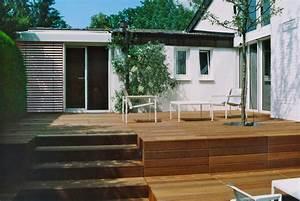 gartengestaltung mit holzterrasse und gartenbeleuchtung With whirlpool garten mit katzen balkon treppe