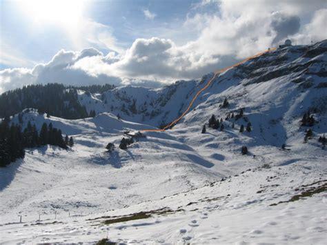 le couloir est de la d 244 le ascension en conditions hivernales en dessus de st cergue