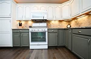 Two Tone Kitchen Cabinets Giving Contemporary Sensation