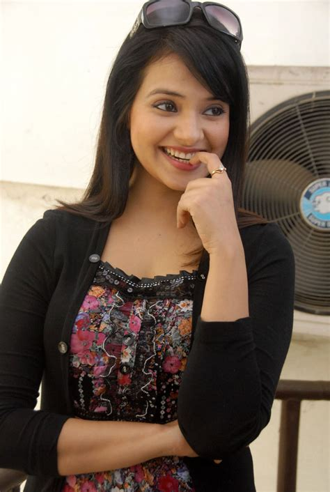 Saloni Spicy Stills, Saloni Hot images ~ T2BOLLY