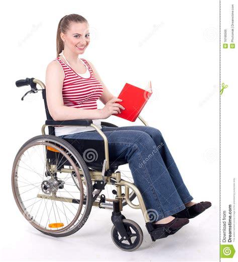 Acquisto Sedia A Rotelle - libro di lettura della donna sulla sedia a rotelle