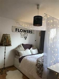 Hängesessel Fürs Zimmer : wundersch nes himmelbett mit lichterkette wgzimmer schlafzimmer einrichtung ~ Orissabook.com Haus und Dekorationen