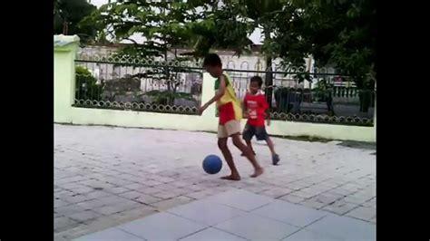 anak anak bermain sepak bola youtube