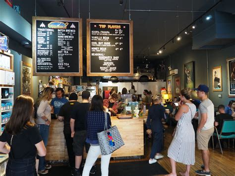 Fuel your car and fill your tummy with the best. 24 hours in Chicago's Wicker Park | Choose Chicago