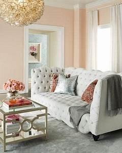 Rose Gold Wandfarbe : ein wohnzimmer in grau und lachsfarben und wer h tte gedacht dass goldene und silberne ~ Frokenaadalensverden.com Haus und Dekorationen