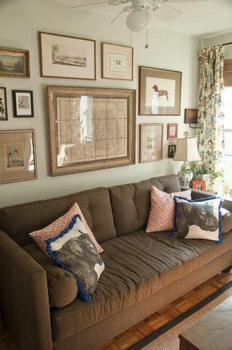 arrangement  sofa symmetrical anchor  large center