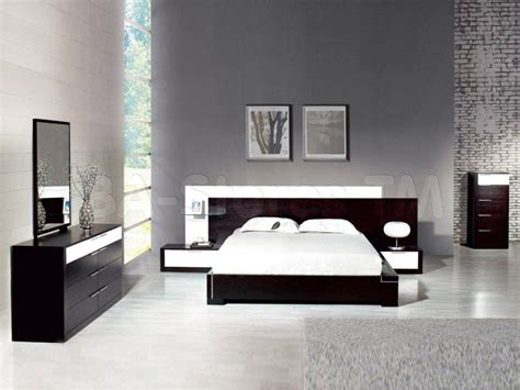 20 Jaw-dropping Bedrooms With Dark Furniture