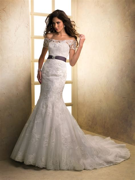 top ten wedding dress style     shoulder