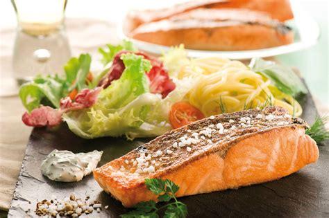 comment cuisiner du saumon comment cuisiner des pavés de saumon