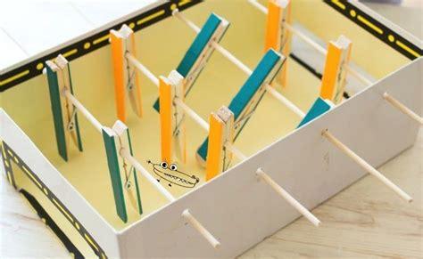 basteln mit holzklammern schuhkarton basteln kinder tischkicker holzklammern holzspie 223 e steffi basteln karton