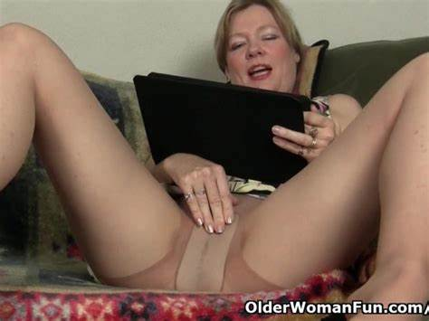 Mamma Reads Sex And Receives
