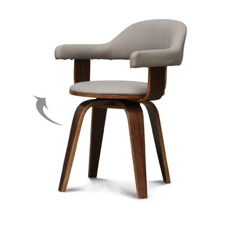 chaise bois et simili cuir chaise suédoise pivotante simili cuir taupe et bois