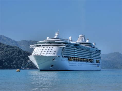 Biggest Passenger Ships In The World by Largest Passenger Ship In The World Dimensions Info