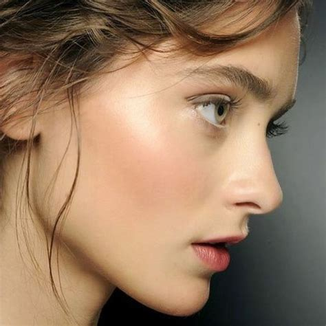Rouge à lèvres Maquillage des peaux mates noires et métissées
